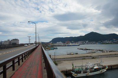 函館湾沿いをベイエリアまで通る巴大橋