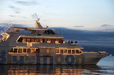 函館湾観光遊覧船 ブルームーン